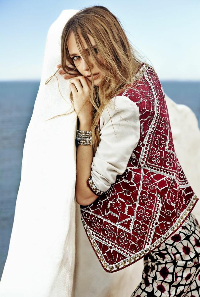 Tenue hippie chic look bohème pour l'été vetement hippie boho chic belle femme au bord de la mer