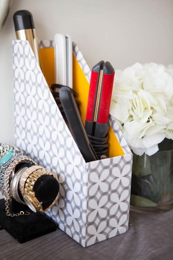 idée détourner l utilisation d une boite magazine, diy rangement lisseurs, idée comment organiser sa chambre