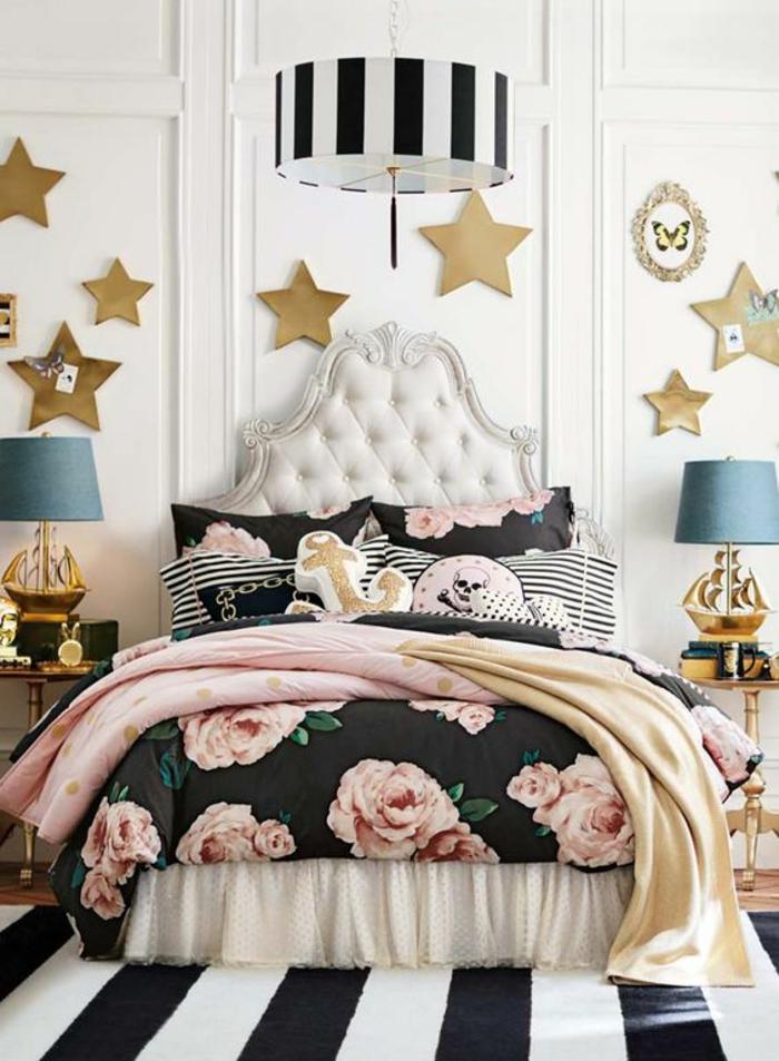 chambre design décoration chambre adulte ou ado combinaison de rayures et de motifs fleuris avec des grandes étoiles dorées aux murs