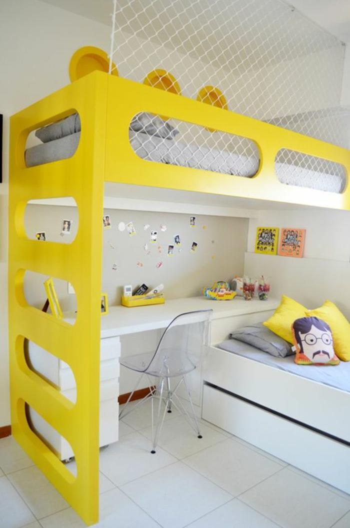 idee deco chambre lit en jaune avec un bureau sous le lit au niveau supérieur