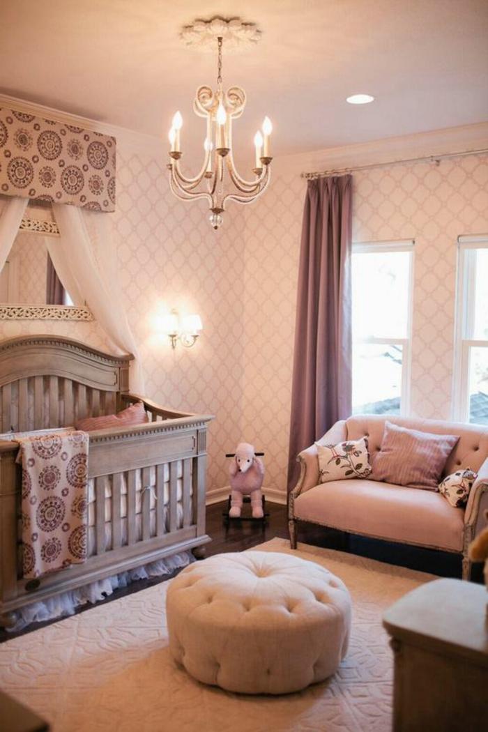 chambre rose et gris, couffin bébé gris, plafonnier vintage, sofa rose, tabouret rose capitonné