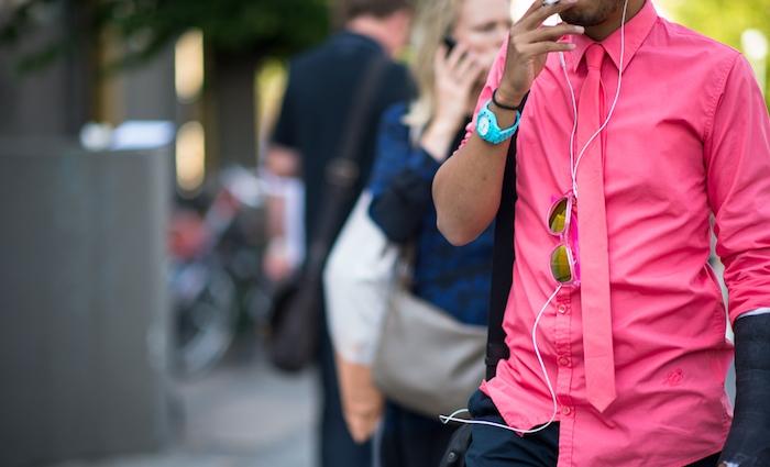 chemise homme originale rose flash fluo avec cravate