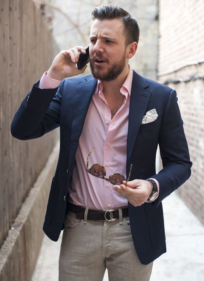 comment porter une chemise rose à manches longues avec veste