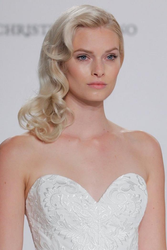 un look de mariée diaphane et très naturel, maquillage discret qui met en valeur la beauté raffinée de la mariée