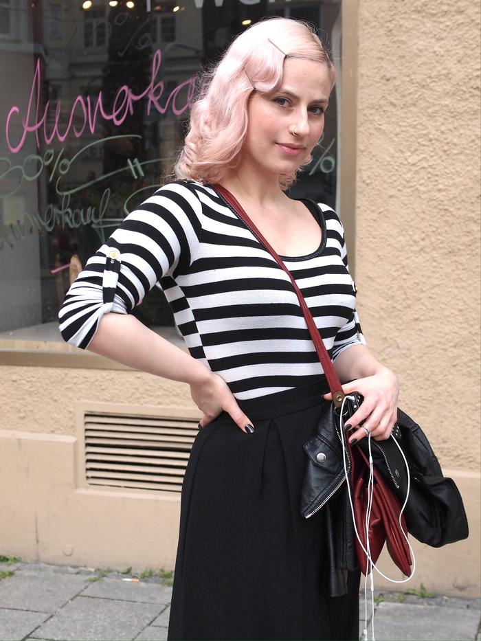 une coiffure vintage crantée pour un style pin up rétro chic, tendance coloration pastel