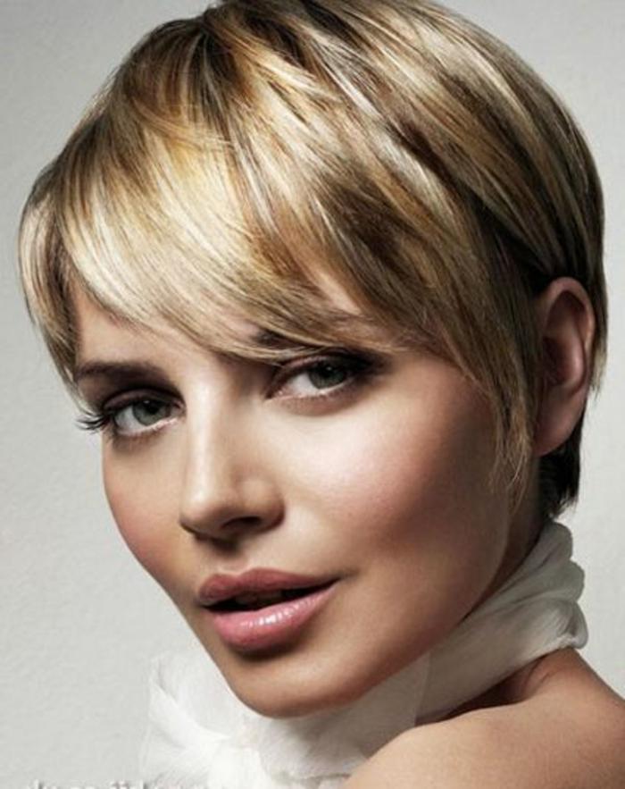 cheveux court blond, cheveux très courts, style de tous les jours, coiffure effilée