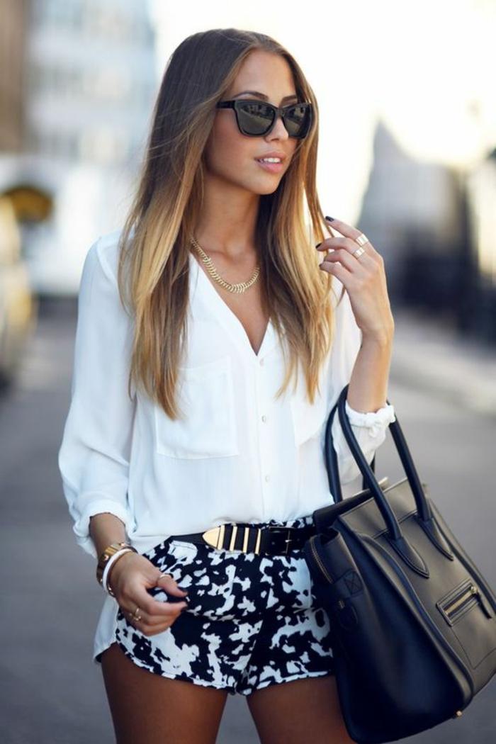 mini pantalon style chic ethnique, chemise blanche, lunettes de soleil, sac à main