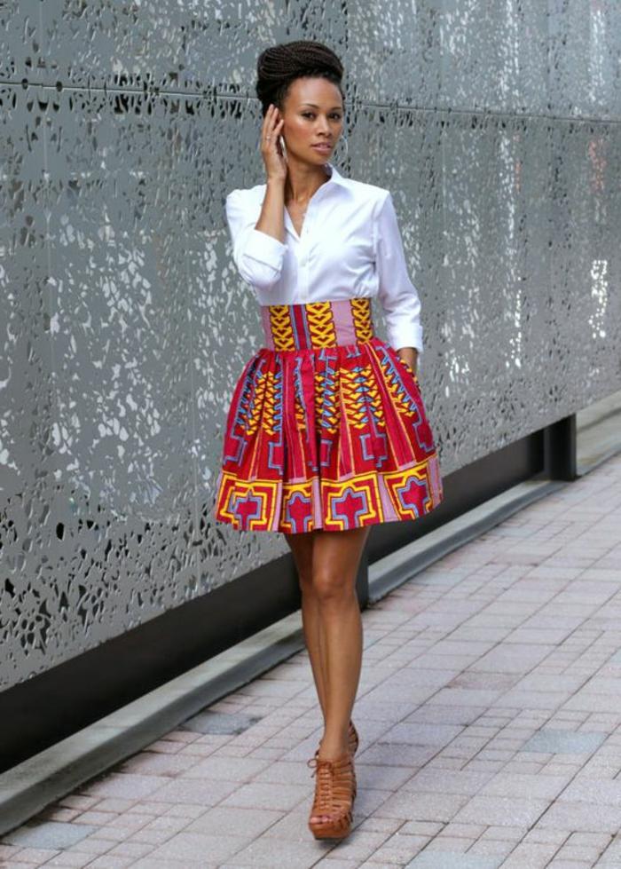 jupe chic ethnique cloche, chemise blanche, chignon volumineux, sandales marron