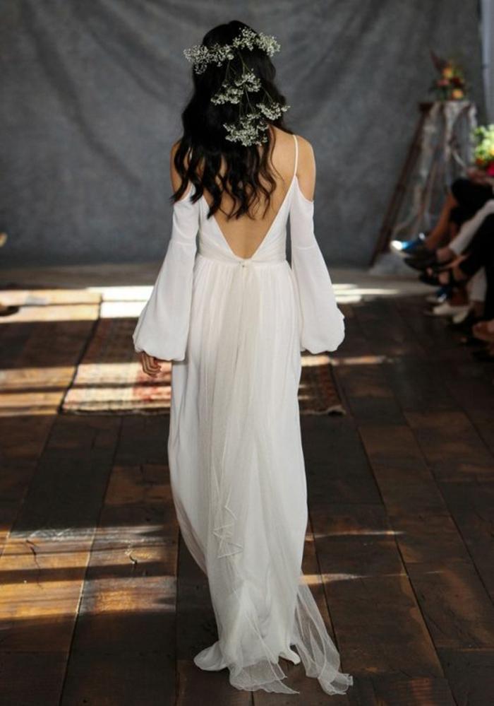Belle robe de mariée moderne et originale femme magnifique moderne manche épaule nue