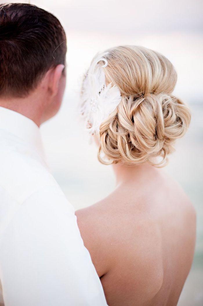 coiffure mariage cheveux long, couleur de cheveux blonds, accessoire cheveux marriage