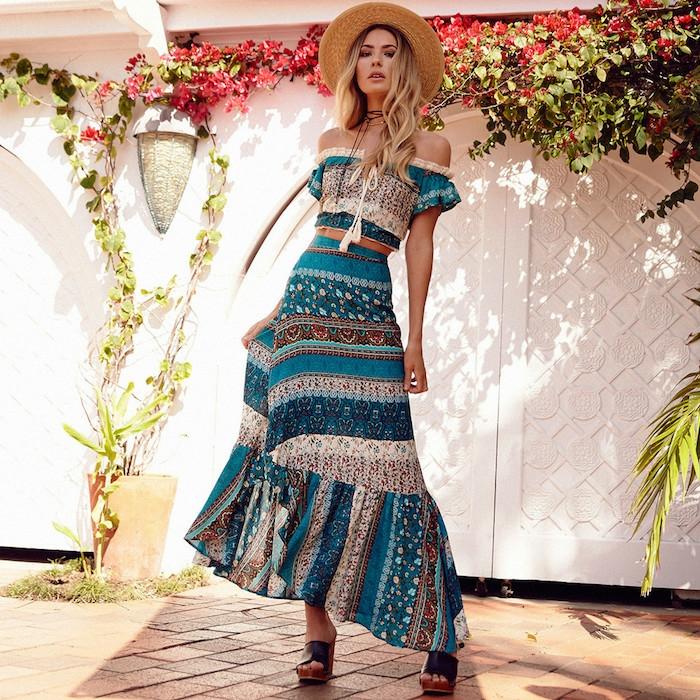Mode hippie vetement style hippie 1970s hippie style à la mode robe longue moderne