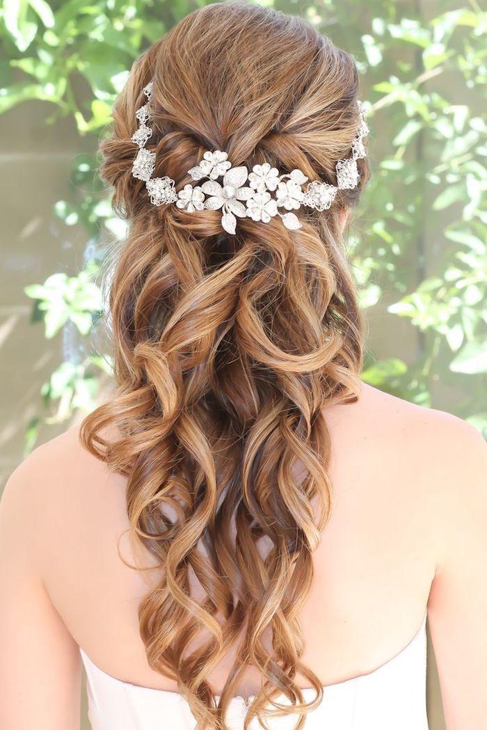 modele de coiffure, accessoire cheveux marriage, boucles, coupe de cheveux longs