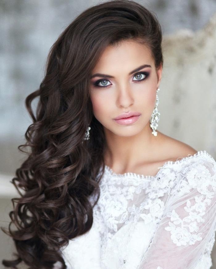 coiffure mariée, cheveux détachées, boucles sur le côté, modele de coiffure