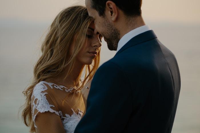 coiffure mariage cheveux long, mariage style bohème, cheveux détachés, balayage californien
