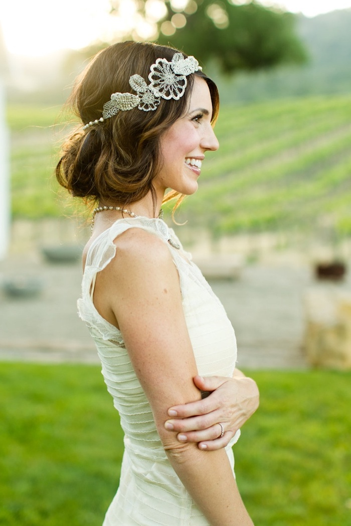 modele de coiffure, bijoux cheveux marriage, couleur de cheveux marron, bague en or