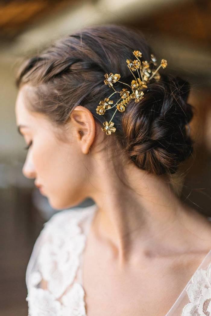 modele de coiffure, chignon en tresse, bijoux cheveux marriage doré, coiffure cheveux longs