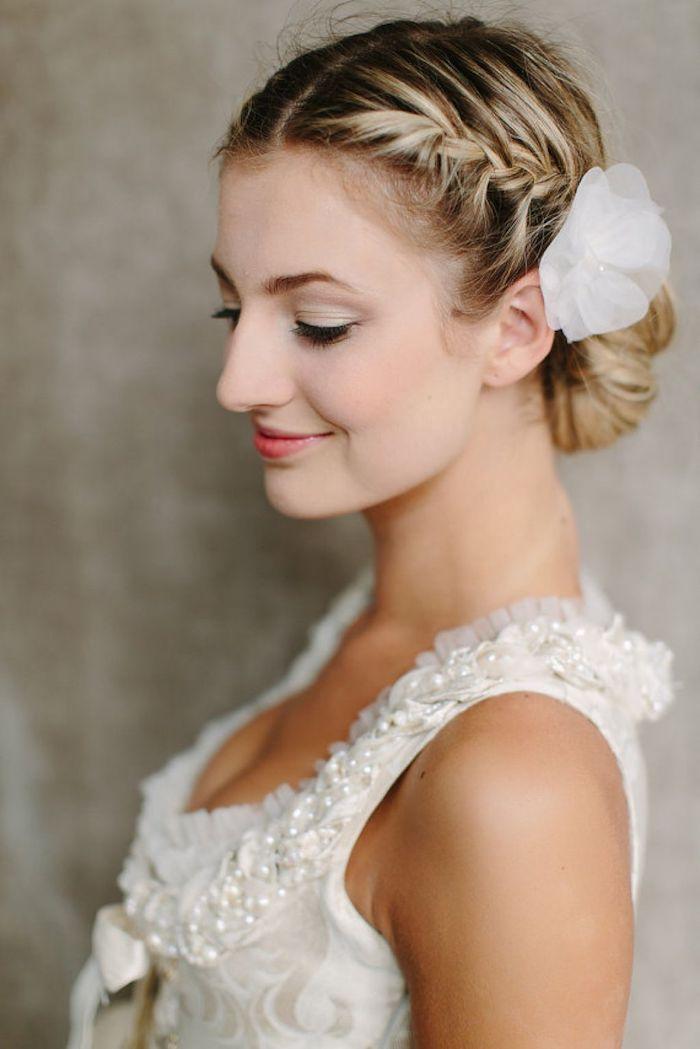 accessoire cheveux marriage, coiffure avec tresse sur le côté, balayage cheveux