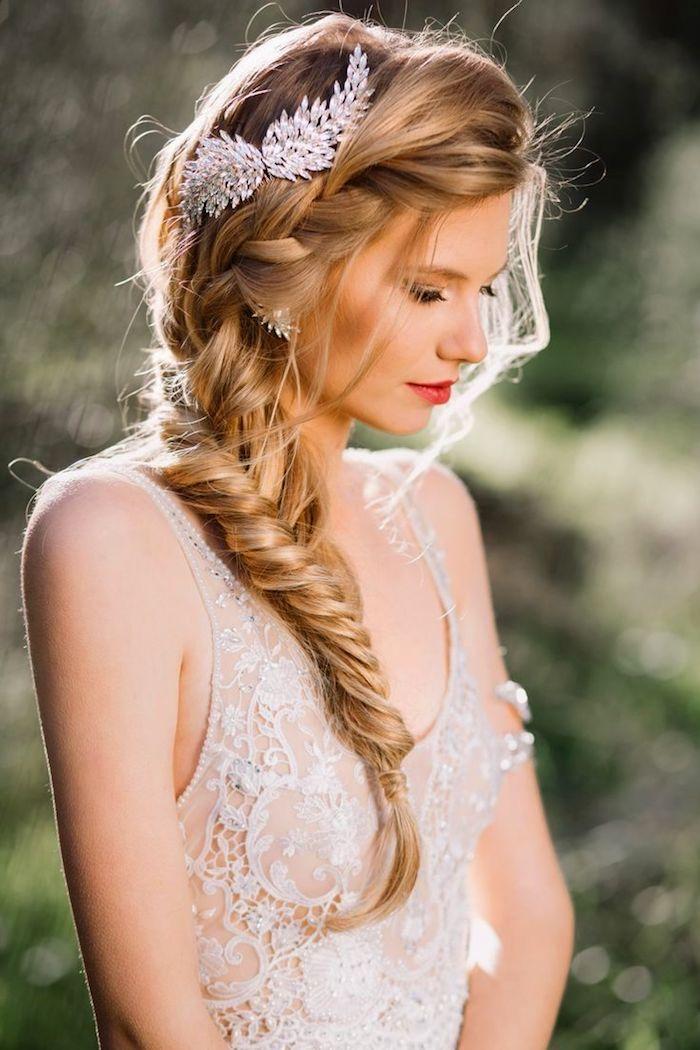 coiffure mariage cheveux long, style bohème, rouge à lèvre, accessoire de cheveux