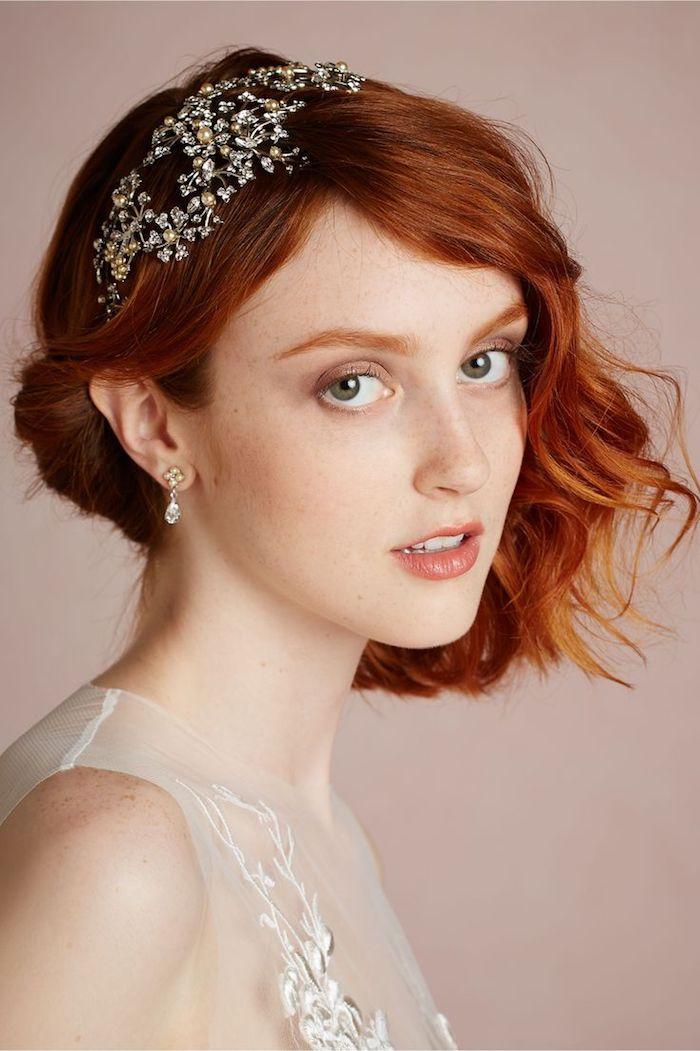 accessoire cheveux marriage, couleur de cheveux orange, yeux verts, coupe de cheveux courts