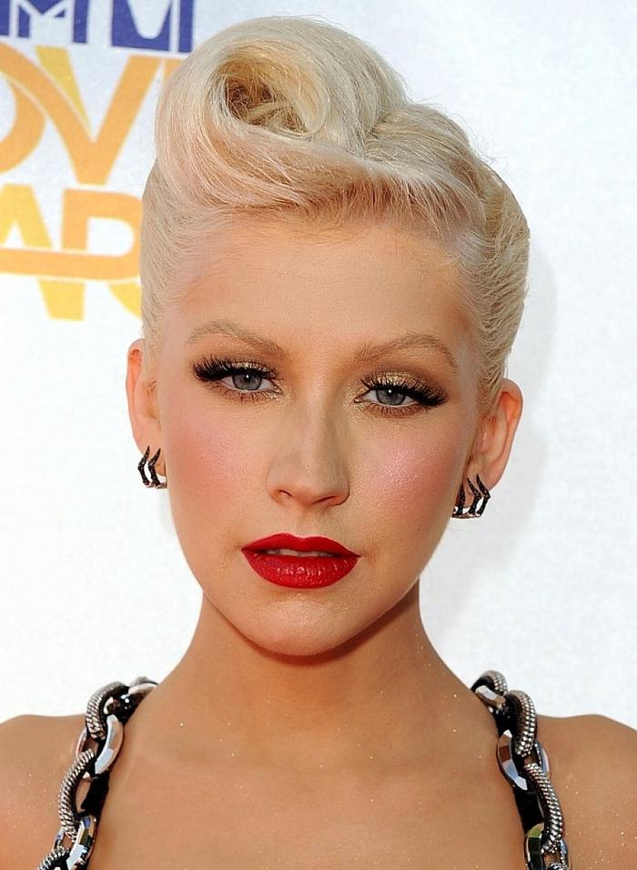 icône de mode de style pin up, coiffure rockabilly avec une mèche remontée en arrière