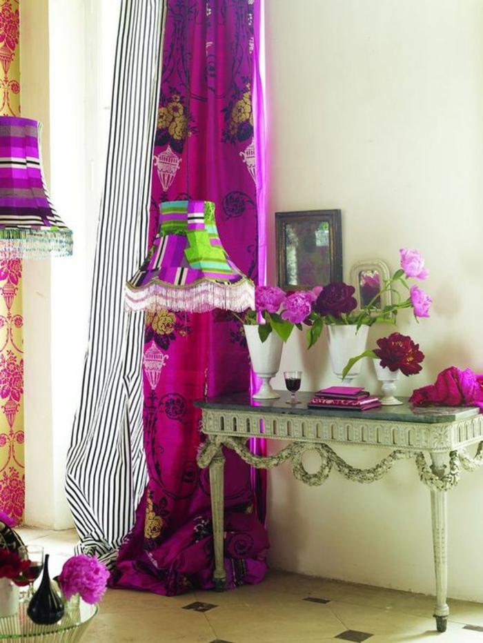 comment faire du rose avec de la peinture des rideaux fuchsia et aux rayures noires et blanches