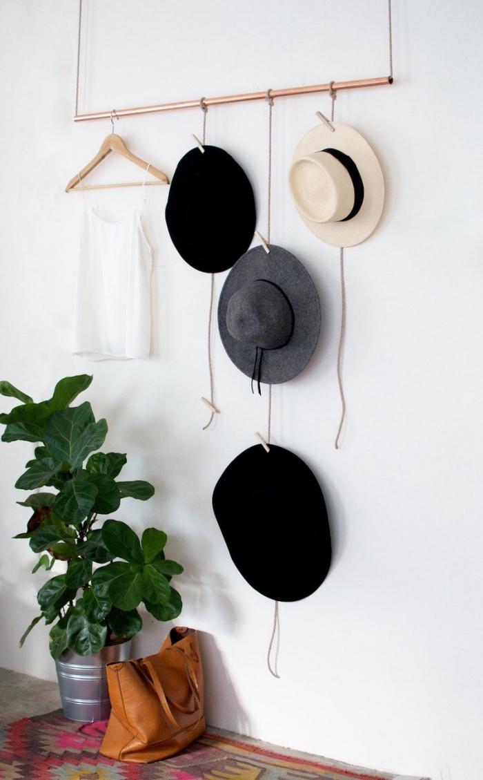 range vetement a suspendre portant vtements osez exposer vos jolis habits rangement chaussures. Black Bedroom Furniture Sets. Home Design Ideas