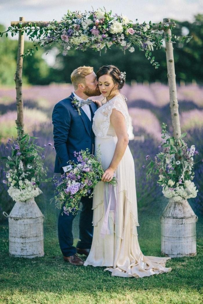 Une decoration mariage fleur compo florale mariage arche mariage exterieur mariage champetre