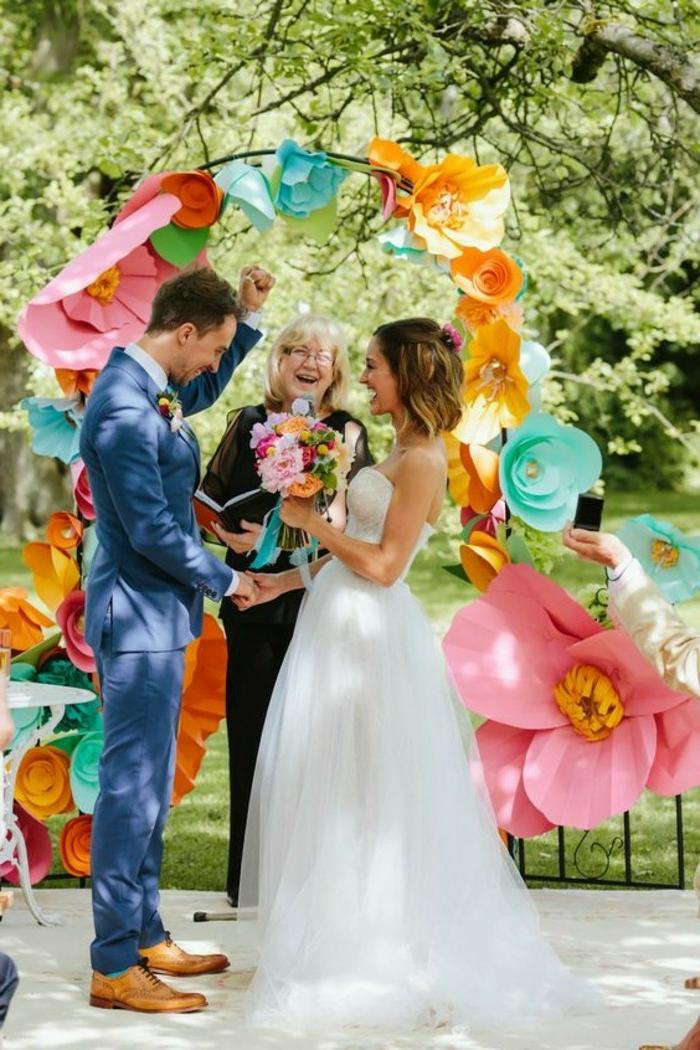 Bouquet de table pour mariage deco florale pour mariage cool idée papier fleurs
