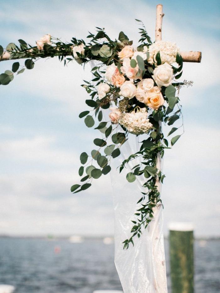 Centre de table mariage fleur fleurs mariage septembre idée mariage roses blanches