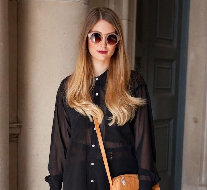 coloration cheveux, brushing cheveux longs, balayage avec racines brun et extrémité blond foncé, rouge à lèvres rouge
