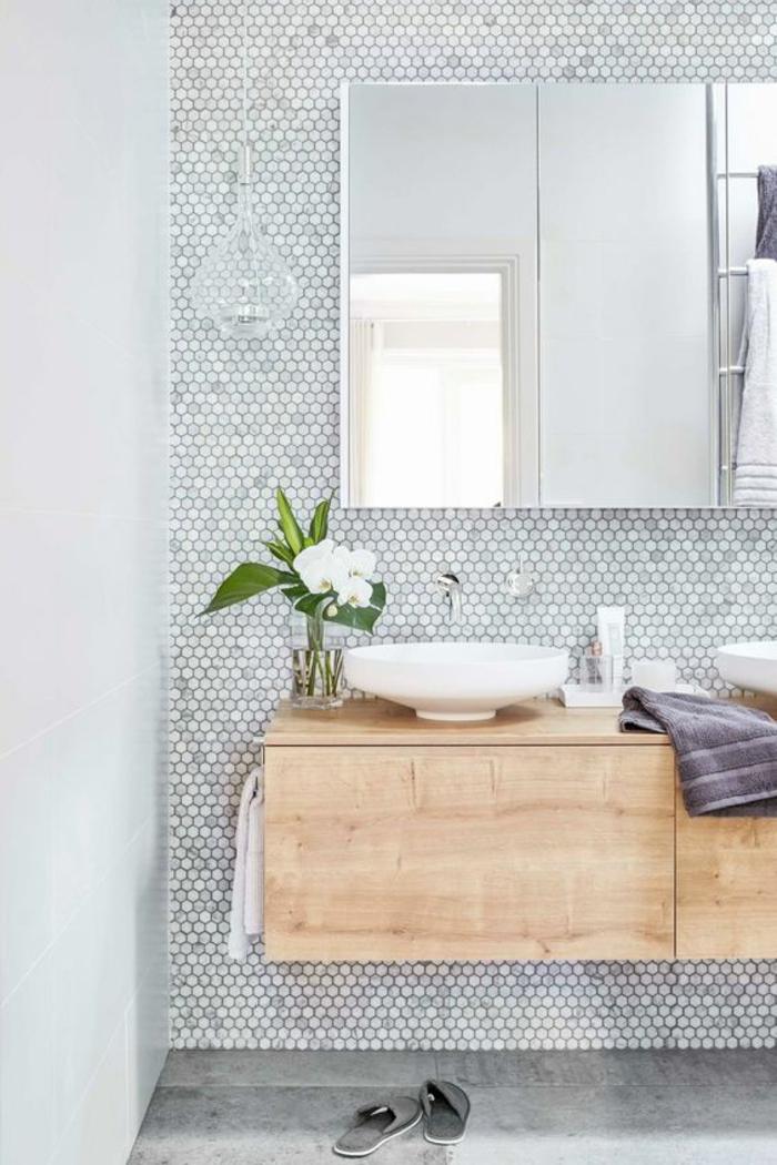 gris perle salle de bain avec grand meuble avec des miroirs et meuble suspendu lavabo petites vasques rondes