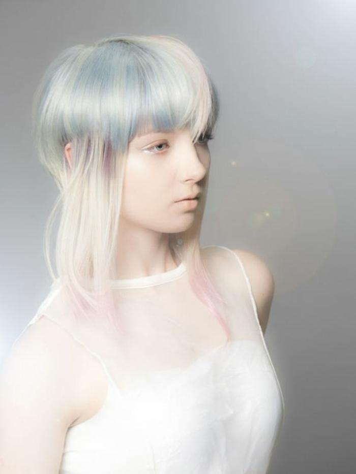 coupe de cheveux femme court avec des nuances blanchatres et grisatres en forme de meduse charme surnaturel féminine