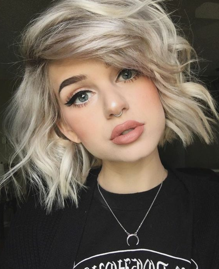 Coupe De Cheveux Trait Blond