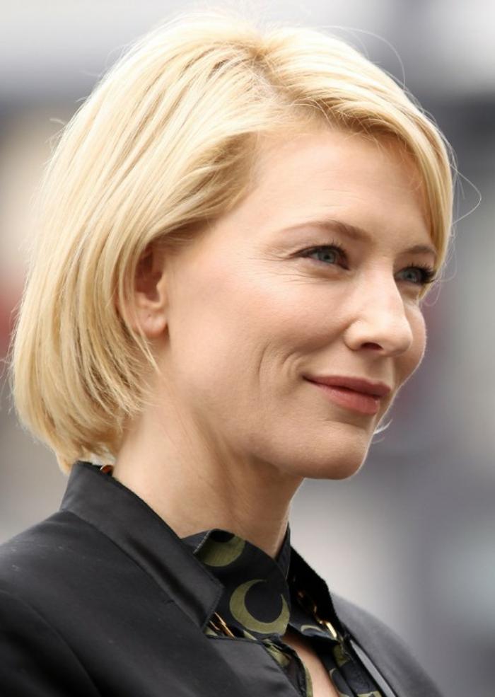 coupe courte blonde, coiffures pour un visage ovale, Cate Blanchett aux cheveux blonds