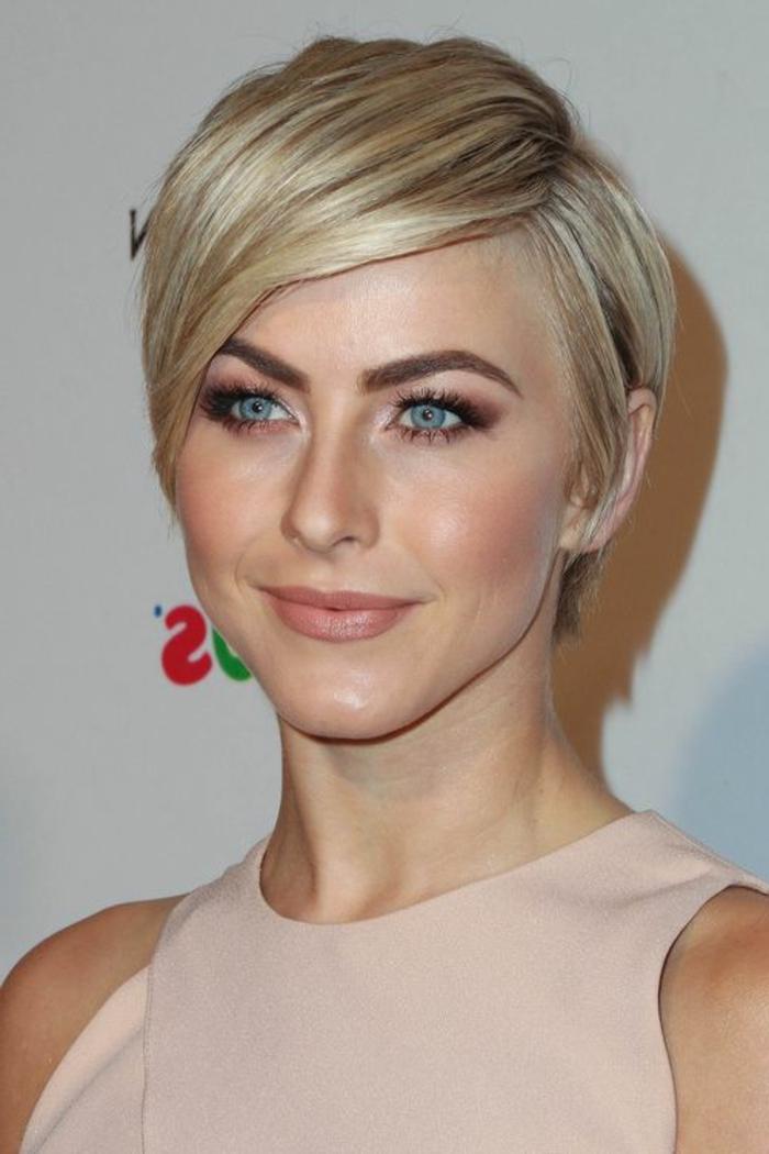 coupe de cheveux courte femme, cheveux lisses coupe à la garçonne, yeux bleus