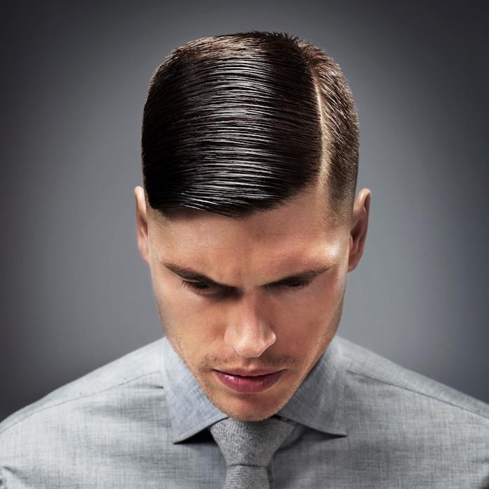 coiffure homme, chemise et cravate grise pour homme, barbe naissance et cheveux marron foncé