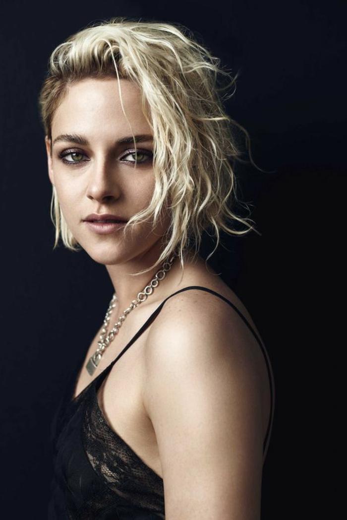 coupe femme court, carré court cheveux blonds ondulants, Kristen Stewart
