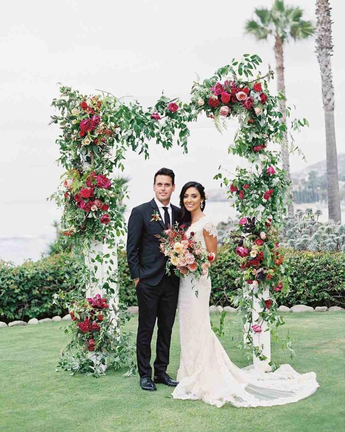Belle composition florale pour mariage arche de marie fleurs arc mariée