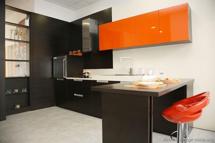 cuisine moderne aux meubles couleur bistre et orange