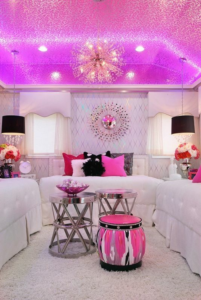 deco chambre adulte en rose acidulé brillant et tabouret en forme de tambour