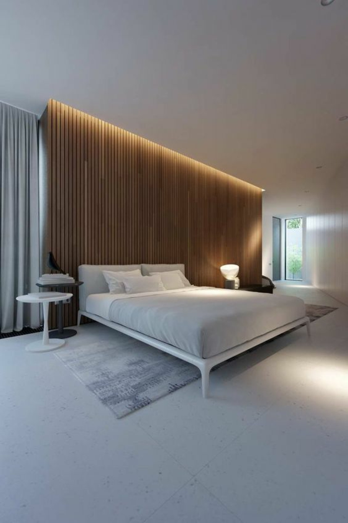 idee deco chambre avec panneau en bois marron et lit tout blanc avec tapis gris clair