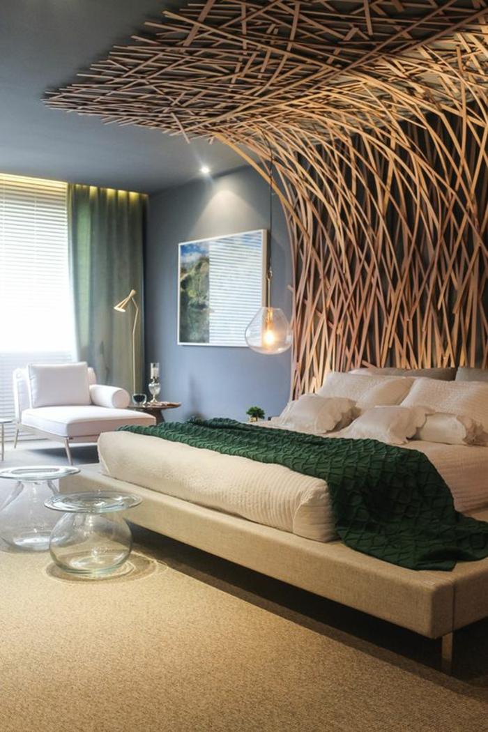 chambre complete adulte avec lit à la prolongation au plafond motifs arbres entrelacés