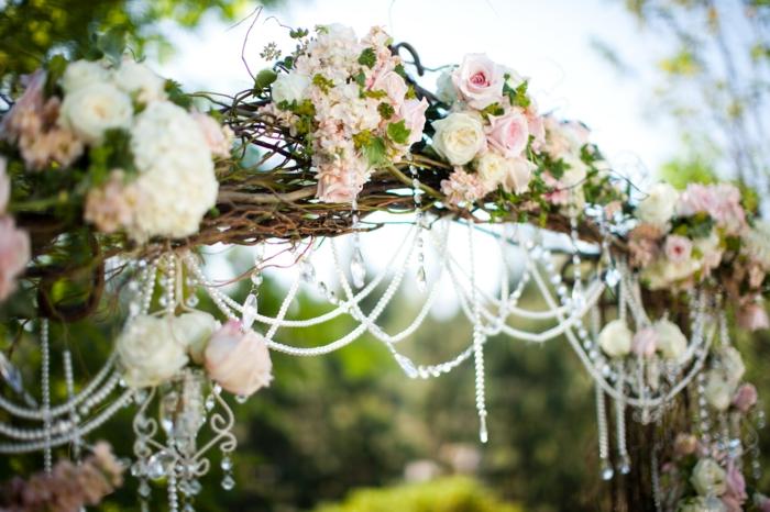 Devis décoration mariage composition de mariage création florale roses et perles