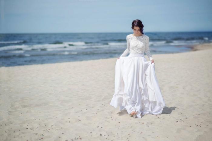Tenue de mariage robe de mariée dentelle dos nu à la mode mariage au bord de la mer