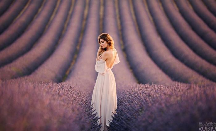 Adorable robe pour mariage belle robe mariage invitée robe stylée photo dans la lavande beauté robe dos nu