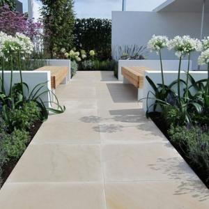 Les dalles et les margelles piscines en grés cérame pour la terrasse - un dallage extérieur de qualité
