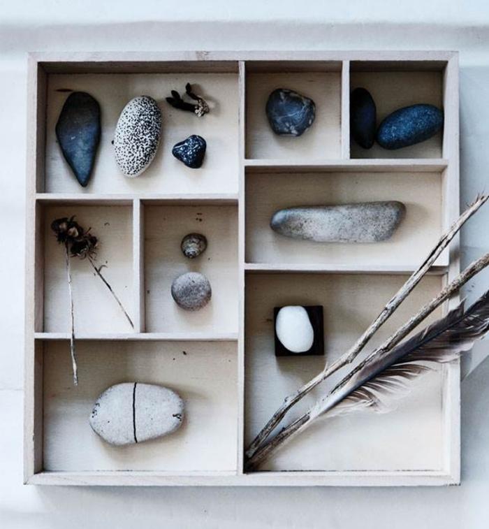 déco récup avec une ancienne boite en bois et des galets décorés