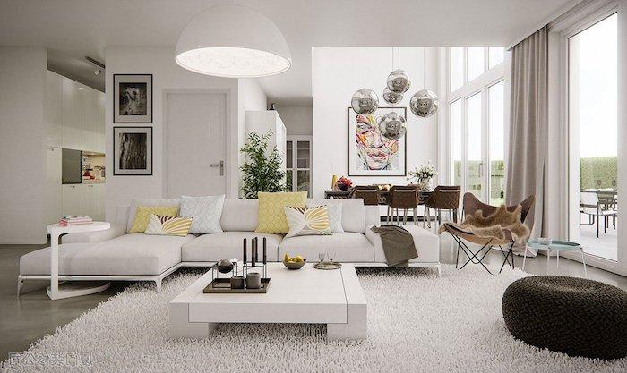 meuble scandinave, murs et plafond en blanc, grandes fenêtres avec rideaux en taupe poudré, tapis moelleux en blanc, canapé blanc d'angle