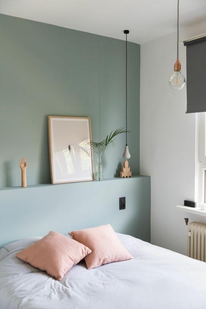 décoration chambre adulte avec deux grands coussins roses