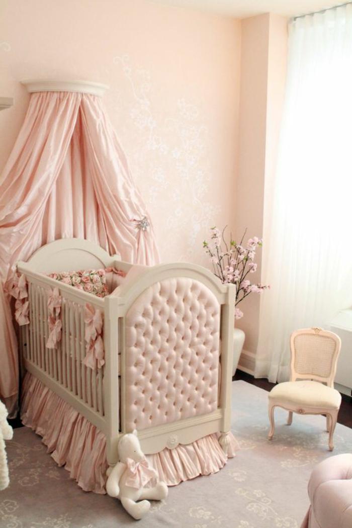 deco chambre romantique, ciel de lit rose, peinture murale rose, tapis gris clair